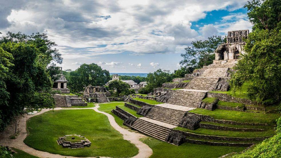 Pyramidy Chichén Itzá, Cobá a řev jaguárů